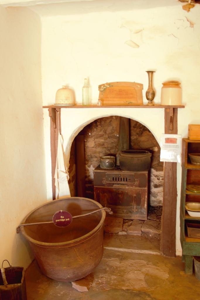 Hermannsburg & Palm Valley old pot